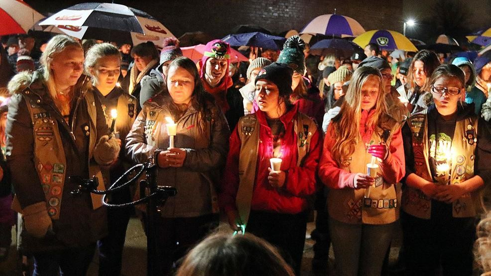 Wisconsin town mourns 3 Girl Scouts, 1 adult killed in crash | KOKH